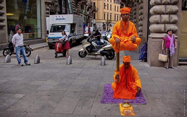 """İLLÜZYON (Illusion)  *Karadağ'da yapılan FIAP patronajlı 1st International Salon of Photography """"MNE OPEN 2013"""" fotoğraf yarışması """"color"""" kategorisinde sergileme."""