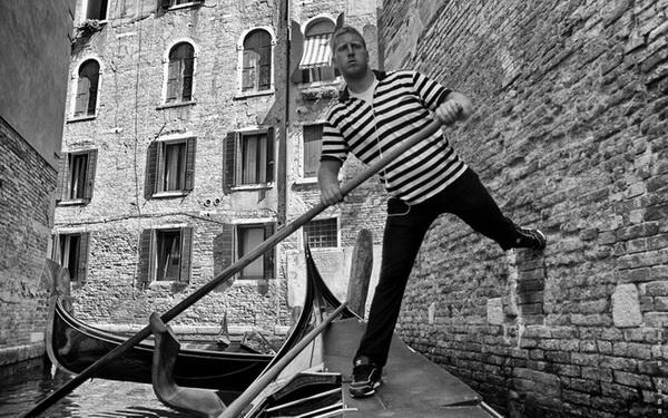 """GONDOLCU (Gondolier)  *Karadağ'da yapılan FIAP patronajlı 1st International Salon of Photography """"MNE OPEN 2013"""" fotoğraf yarışması """"monocrome"""" kategorisinde sergileme."""