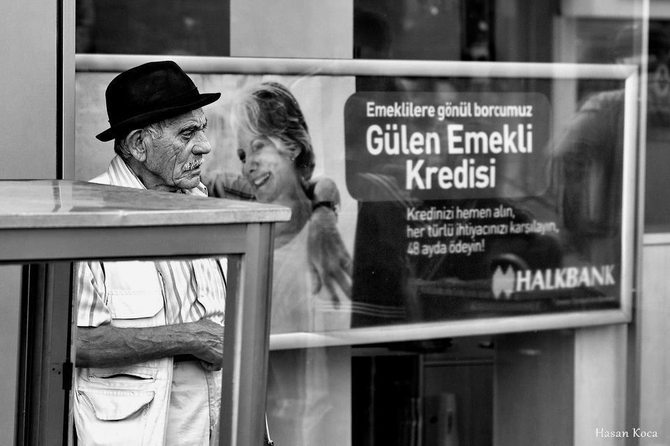 GÜLEN EMEKLİ Makedonya'da yapılan FİAP destekli 2nd International exhibition of art photography STREETS 2013 yarışmasında sergileme...