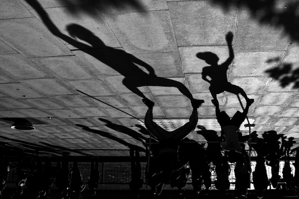 """GÖLGE OYUNU (Galanty show) *Ukrayna'da yapılan FIAP patronajlı 9. International Salon of art Photography """"POKROVA PHOTOVERNISSAGE, 2014"""" fotoğraf yarışmasında """"Open"""" kategorisinde sergileme."""