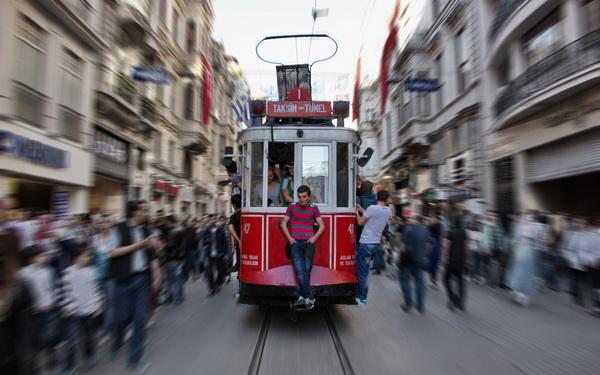 """TRAMVAY YOLCULARI (Tram passengers) *Karadağ'da yapılan FIAP patronajlı International Photo Contest """"SUMMER 2014"""" fotoğraf yarışmasında """"Color"""" kategorisinde sergileme."""