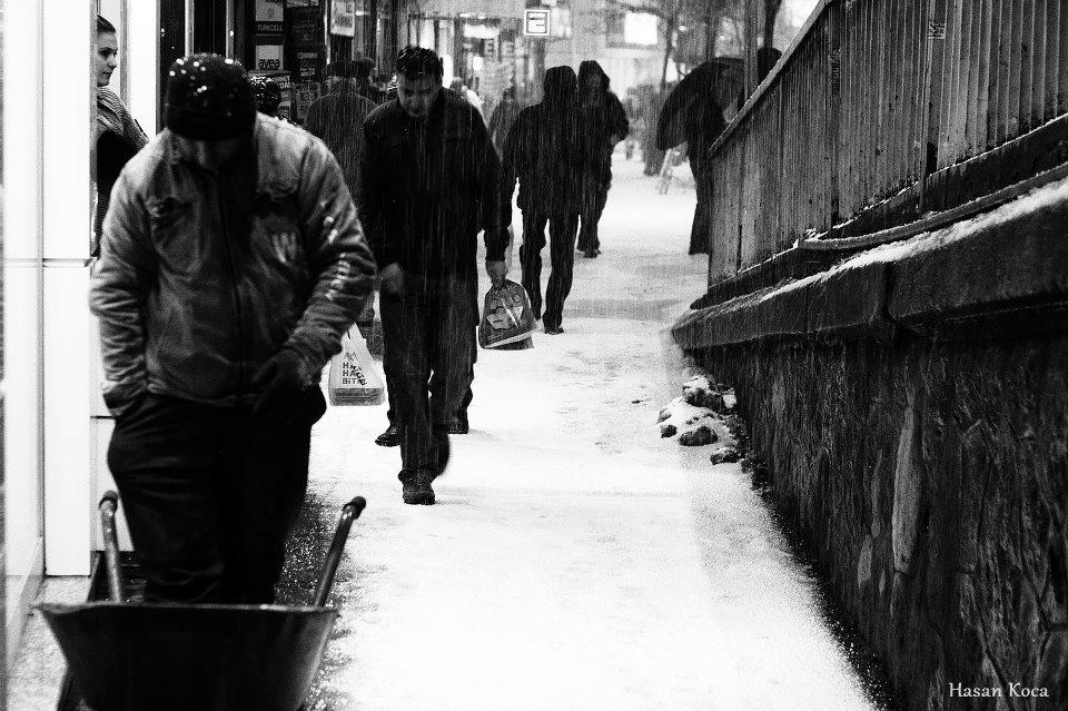 WHEELBARROW Makedonya'da yapılan FİAP destekli 2nd International exhibition of art photography STREETS 2013 yarışmasında sergileme...